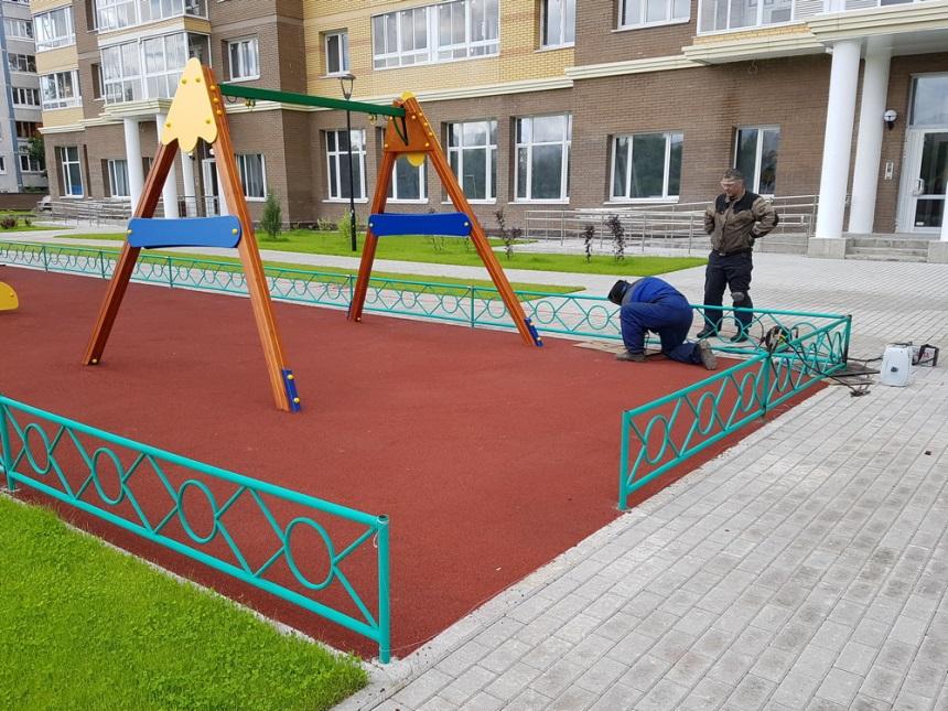 Детская площадка: установка ограждения