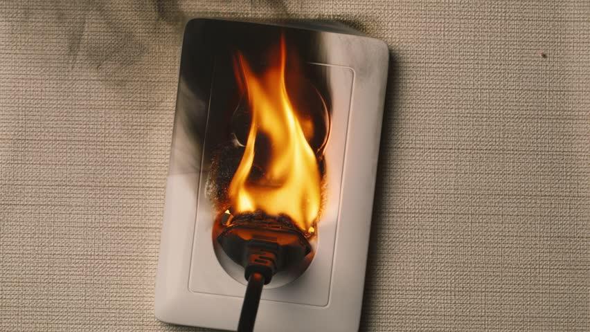 Розетка горит