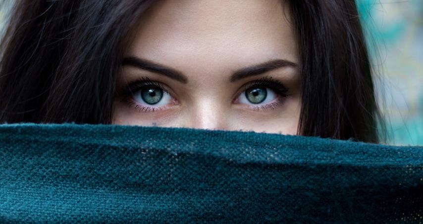 Уход за кожей около глаз