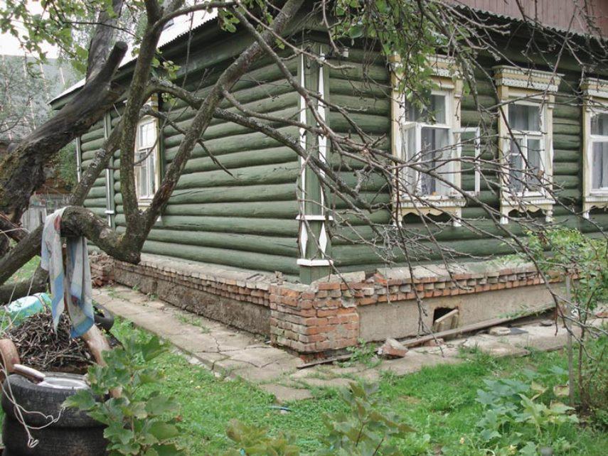 Фундамент старого деревянного дома