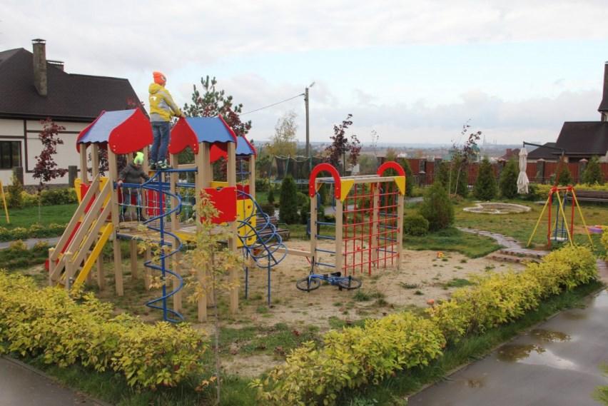 Живая изгородь детской площадки