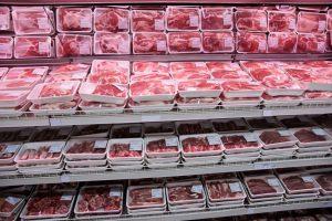 Полки с охлажденным мясом