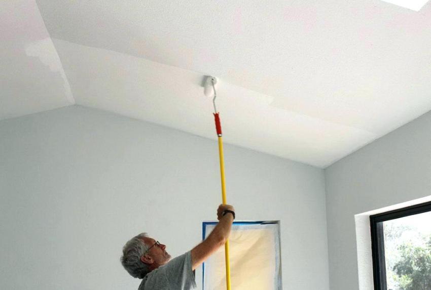 Как покрасить потолок и не испачкаться