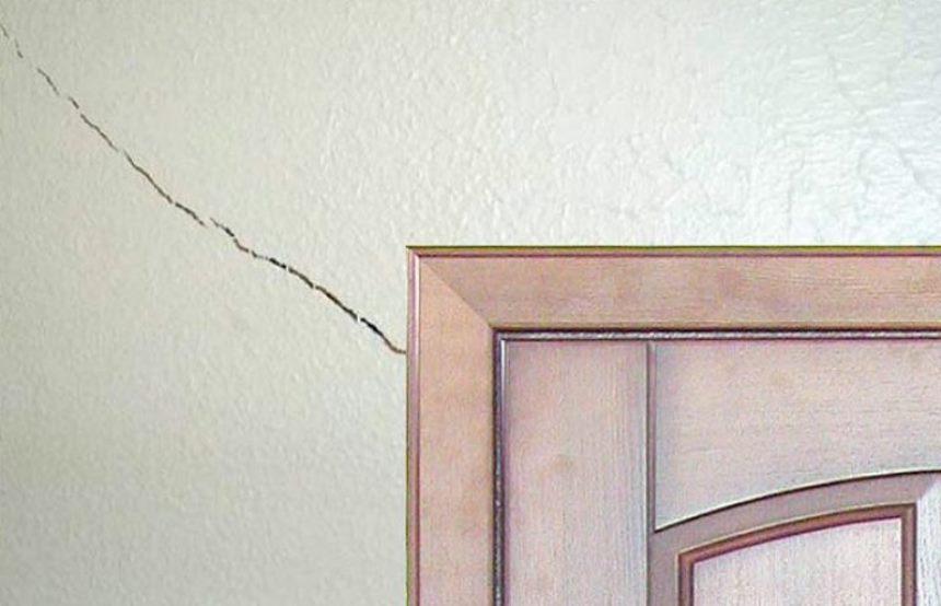 Преждевременный ремонт новостройки: трещина