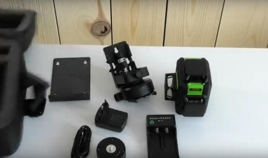 лазерный уровень SW-333G: комплект