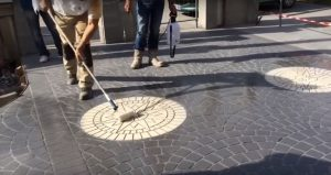 Уложить брусчатку из бетона