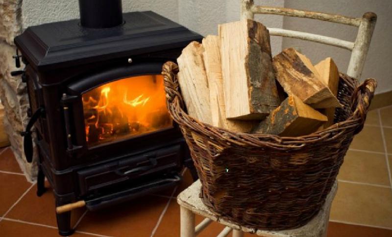 Как выбрать дрова для печки, бани или камина
