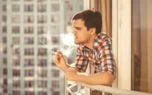 Курение на балконе