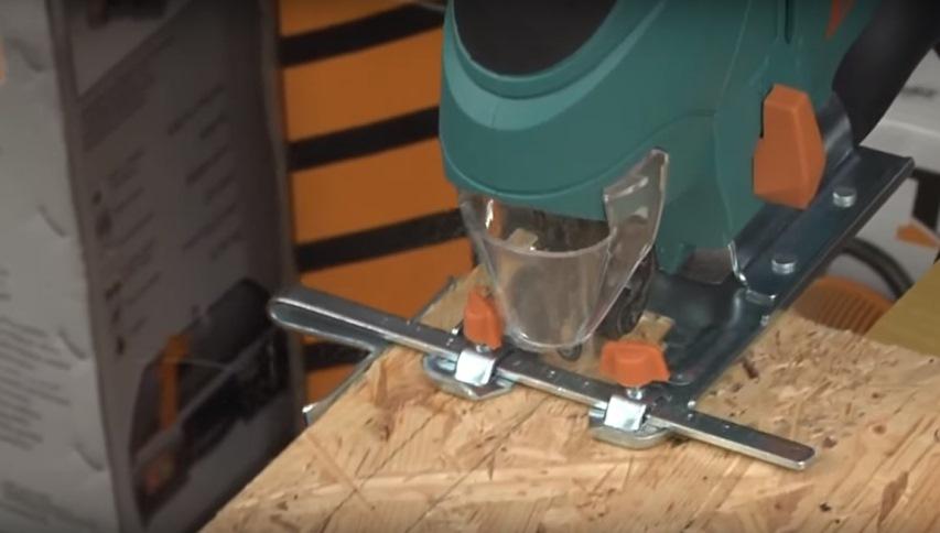 Электролобзик: Параллельная направляющая