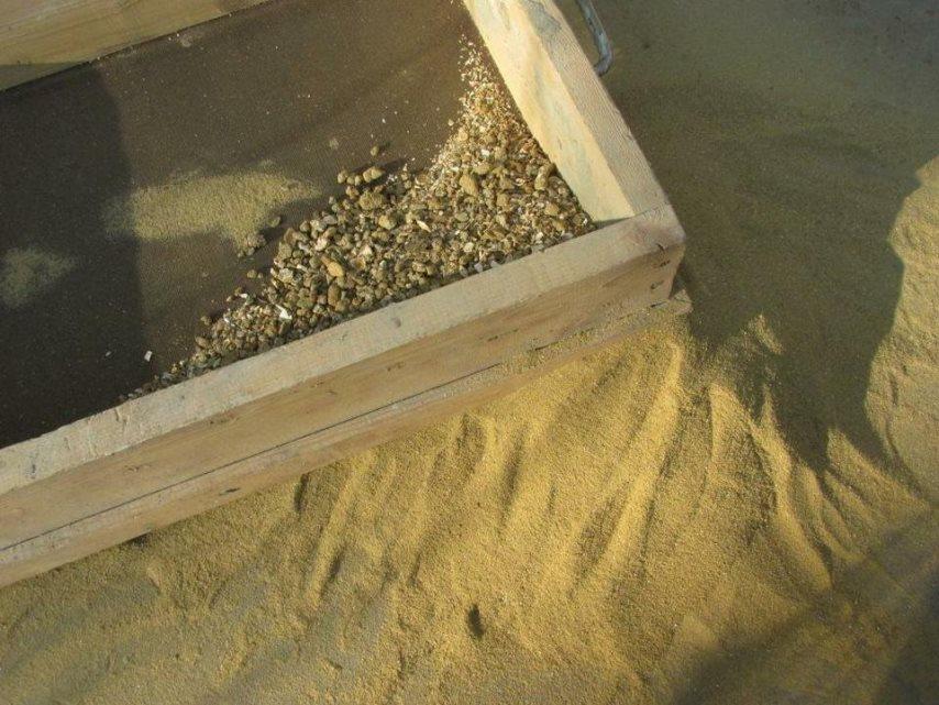 Просеивание песка в кладочный раствор