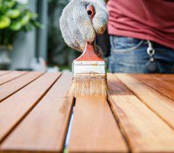 перекрасить садовую мебель