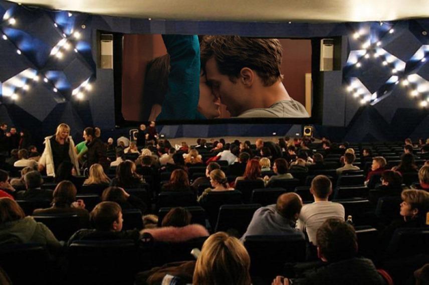 В кинозале
