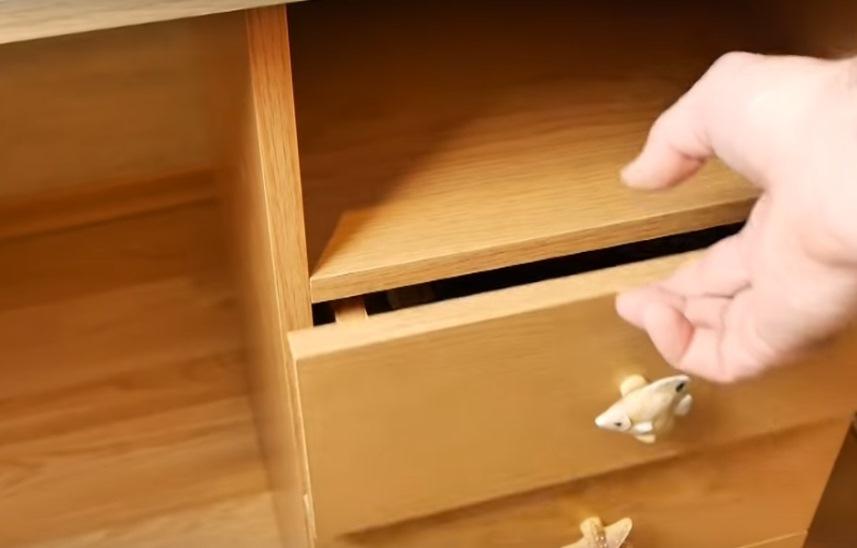 Ящик стучит при закрывании