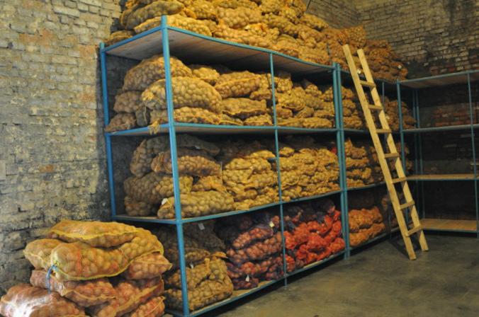 хранение картофеля в сетках