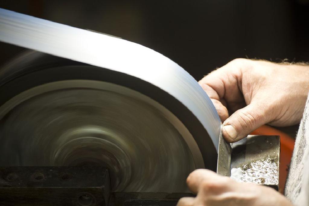 Как изготавливается шлифовальная лента (часть первая)