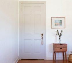 Как правильно покрасить дверь: основные советы