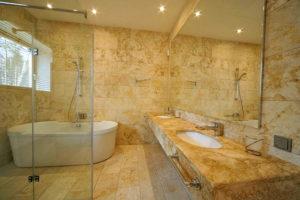 Гибкий мрамор в отделке ванной комнаты