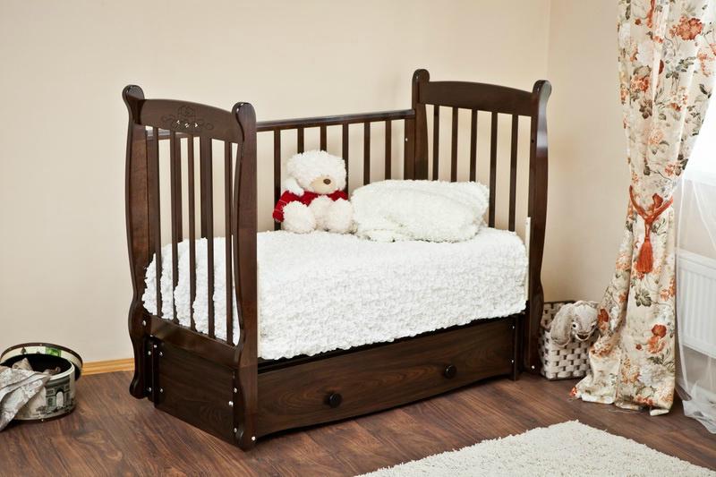 Кроватка со снятой боковиной