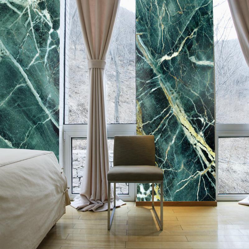Зеленый мрамор в спальне