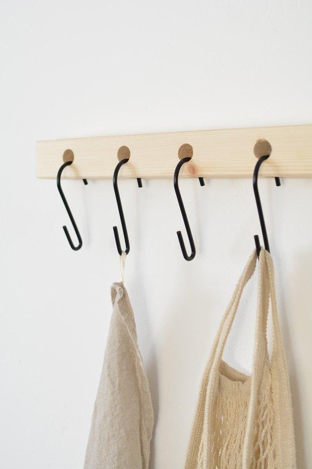 Вешалка для одежды и предметов: самый простой мастер-класс