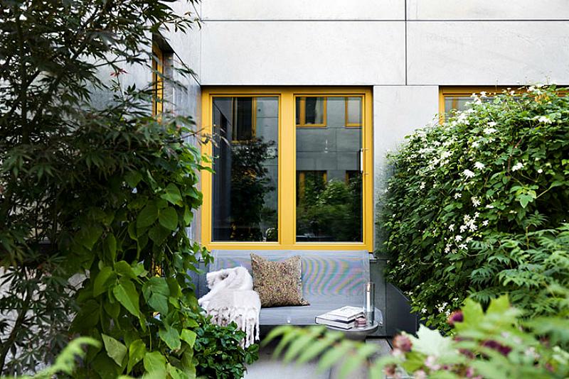 Под окнами можно устроить свой садик