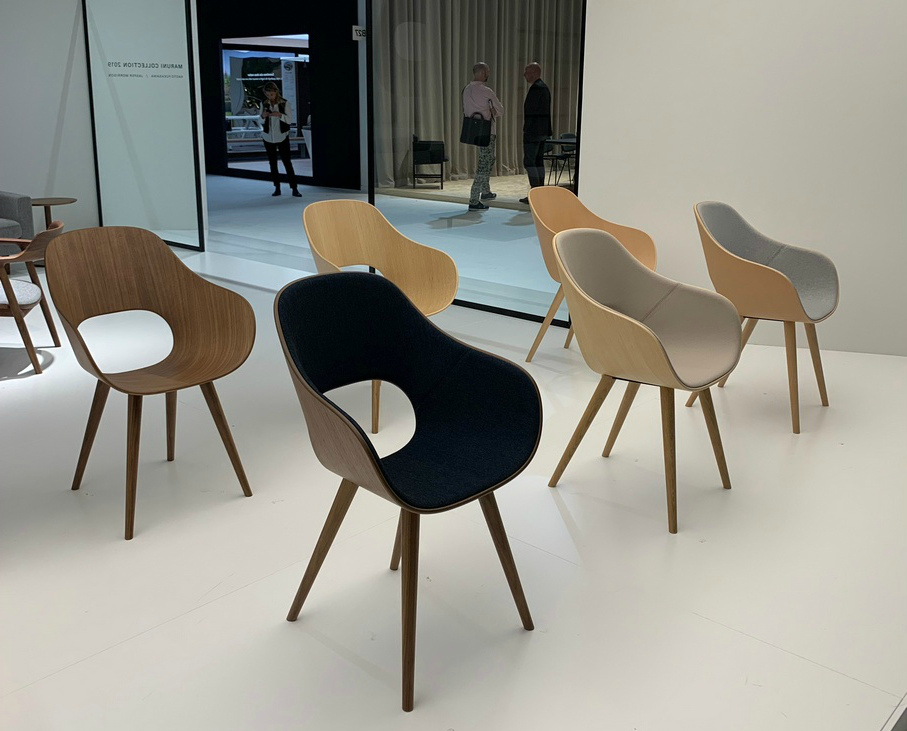 Округлые спинки стульев