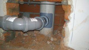 Врезка в канализационный стояк и как ее выполнить