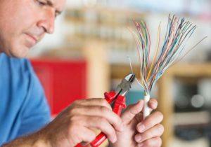 Зачем нужны электрику стриппер и кримпер и что это за инструменты