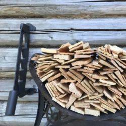 Как разжечь печь или мангал малой кровью: купите щепокол!