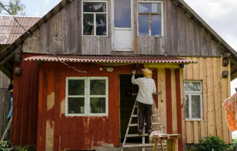 Надоело красить обветшалый фасад? Предлагаем три варианта обновления