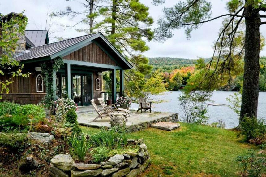 Построить дом у водоема