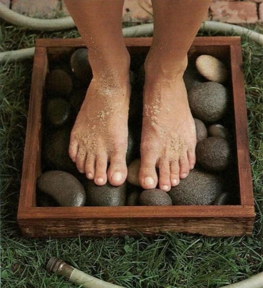 Идеи для дачи, подставка для мытья ног