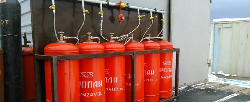 Батарея газовых баллонов
