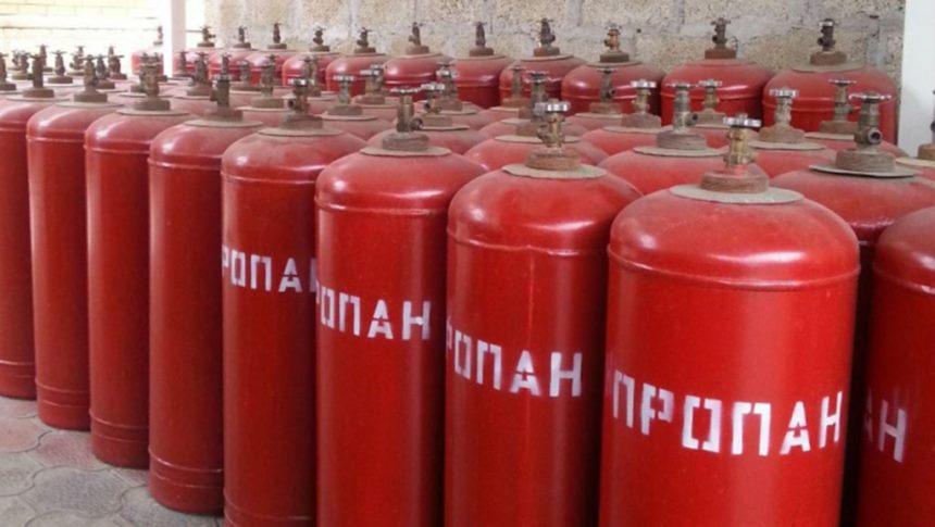 Красные газовые баллоны
