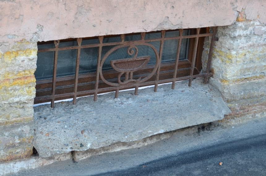 Решетка в подвале