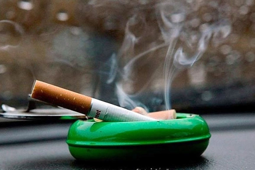 Сигарета на балконе