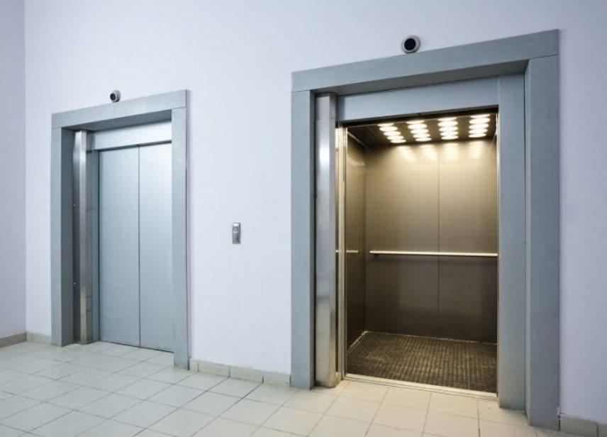 Панельные дома, два лифта